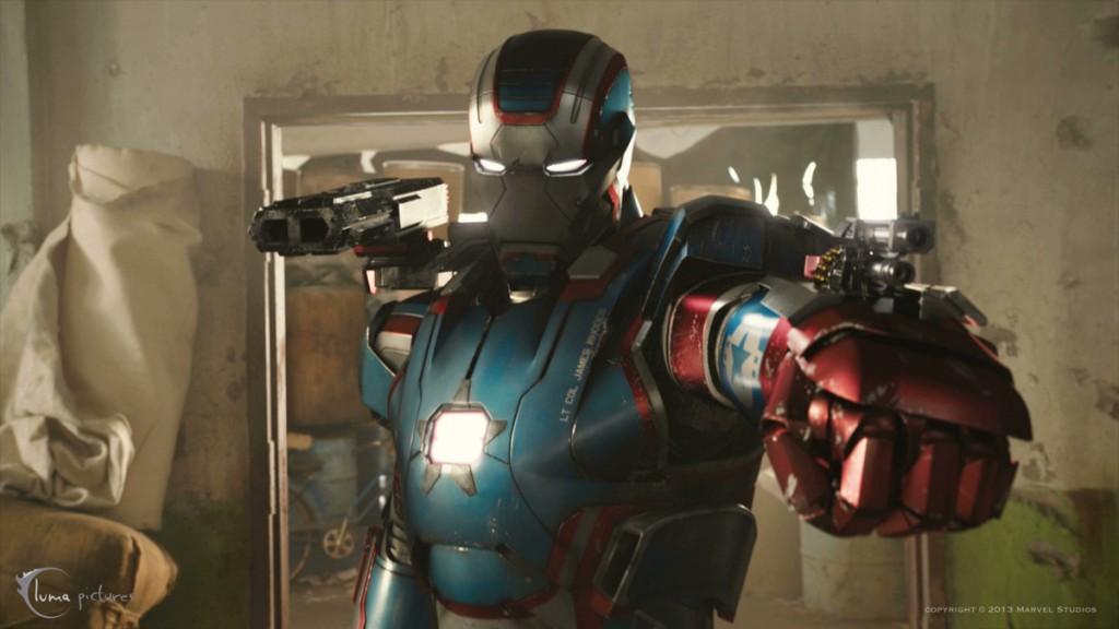 La version MCU d'Iron Patriot, une autre grosse liberté prise avec les comics.