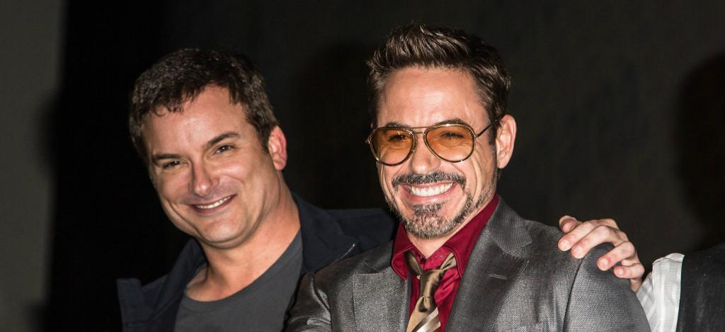 Shane Black et Robert Downey Jr, après avoir reçu leur chèque pour Iron Man 3.